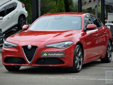 Червоний Альфа Ромео Джулія, об'ємом двигуна 2 л та пробігом 9 тис. км за 34999 $, фото 1 на Automoto.ua