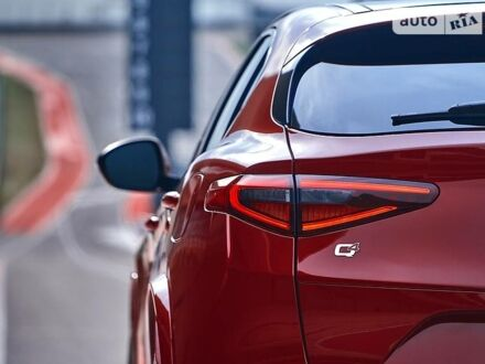 Красный Альфа Ромео Стелвио, объемом двигателя 2 л и пробегом 65 тыс. км за 33399 $, фото 1 на Automoto.ua