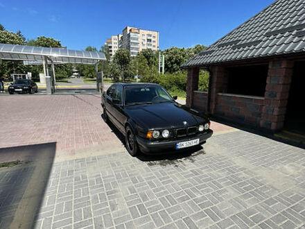 Черный БМВ 518, объемом двигателя 1.8 л и пробегом 400 тыс. км за 3000 $, фото 1 на Automoto.ua