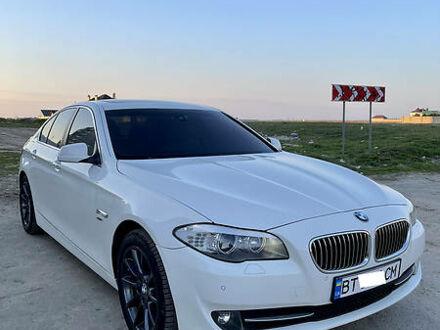 Білий БМВ 528, об'ємом двигуна 2 л та пробігом 163 тис. км за 18500 $, фото 1 на Automoto.ua