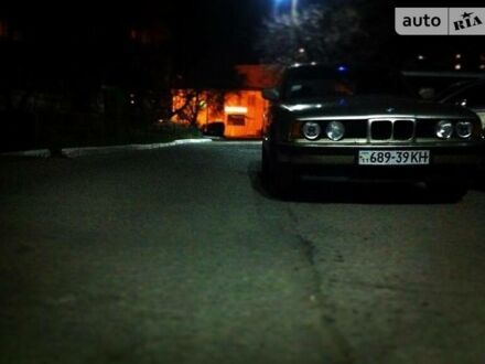 Оранжевый БМВ 535, объемом двигателя 3.5 л и пробегом 320 тыс. км за 3200 $, фото 1 на Automoto.ua