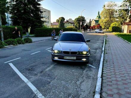 Серый БМВ 735, объемом двигателя 3.5 л и пробегом 380 тыс. км за 4200 $, фото 1 на Automoto.ua