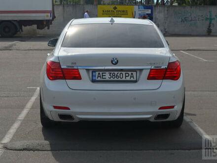 Белый БМВ 750, объемом двигателя 4.4 л и пробегом 188 тыс. км за 16980 $, фото 1 на Automoto.ua