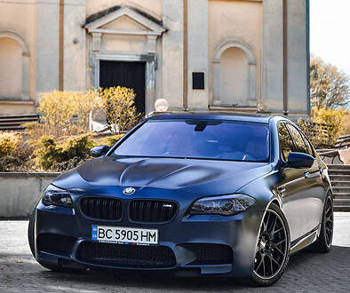 Синий БМВ М5, объемом двигателя 4.4 л и пробегом 109 тыс. км за 40000 $, фото 1 на Automoto.ua