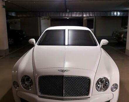 Белый Бентли Мульсан, объемом двигателя 6.75 л и пробегом 3 тыс. км за 250000 $, фото 1 на Automoto.ua