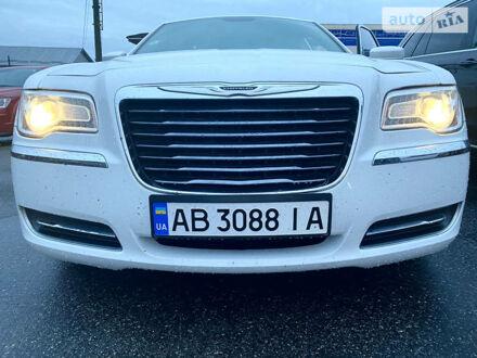 Білий Крайслер 300, об'ємом двигуна 3.6 л та пробігом 82 тис. км за 16350 $, фото 1 на Automoto.ua