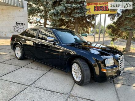 Чорний Крайслер 300, об'ємом двигуна 2.7 л та пробігом 200 тис. км за 9900 $, фото 1 на Automoto.ua