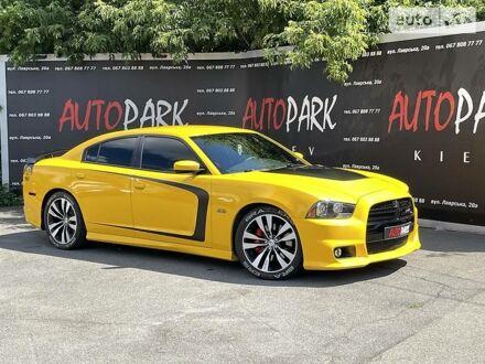 Желтый Додж Чарджер, объемом двигателя 6.4 л и пробегом 46 тыс. км за 30300 $, фото 1 на Automoto.ua