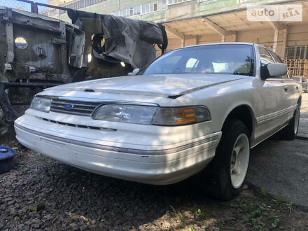 Білий Форд Краун Вікторія, об'ємом двигуна 4.6 л та пробігом 200 тис. км за 2700 $, фото 1 на Automoto.ua