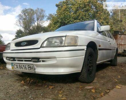 Белый Форд Эскорт, объемом двигателя 1.8 л и пробегом 100 тыс. км за 2000 $, фото 1 на Automoto.ua