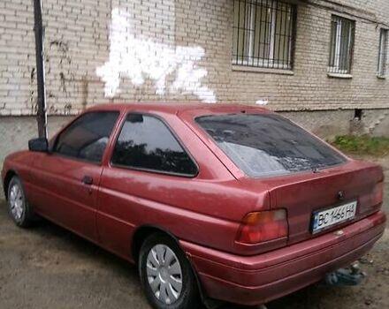 Красный Форд Эскорт, объемом двигателя 1.4 л и пробегом 150 тыс. км за 1600 $, фото 1 на Automoto.ua