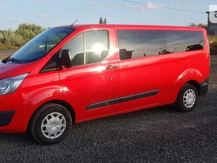 Красный Форд Transit Custom пасс., объемом двигателя 2 л и пробегом 235 тыс. км за 16950 $, фото 1 на Automoto.ua