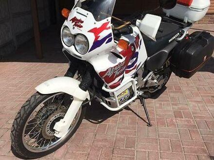 Белый Хонда Африка Твин, объемом двигателя 0.75 л и пробегом 56 тыс. км за 4999 $, фото 1 на Automoto.ua