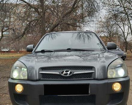 Серый Хендай Туксон, объемом двигателя 0 л и пробегом 98 тыс. км за 11200 $, фото 1 на Automoto.ua
