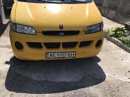 Желтый Хендай H 200 груз.-пасс., объемом двигателя 2.5 л и пробегом 270 тыс. км за 4300 $, фото 1 на Automoto.ua