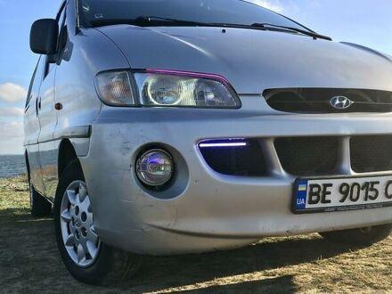 Сірий Хендай H 200 груз.-пасс., об'ємом двигуна 2.5 л та пробігом 370 тис. км за 4300 $, фото 1 на Automoto.ua