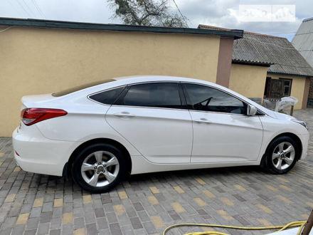 Белый Хендай и40, объемом двигателя 2 л и пробегом 43 тыс. км за 11900 $, фото 1 на Automoto.ua
