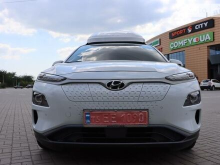 Белый Хендай Kona Electric, объемом двигателя 0 л и пробегом 66 тыс. км за 30000 $, фото 1 на Automoto.ua