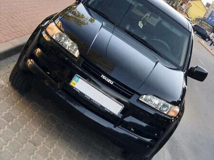 Черный Исузу Аксиом, объемом двигателя 3.5 л и пробегом 50 тыс. км за 7500 $, фото 1 на Automoto.ua