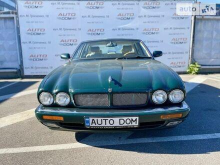 Зелений Ягуар ХЖР, об'ємом двигуна 4 л та пробігом 51 тис. км за 11111 $, фото 1 на Automoto.ua