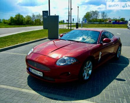 Красный Ягуар ХК, объемом двигателя 4.2 л и пробегом 79 тыс. км за 25400 $, фото 1 на Automoto.ua