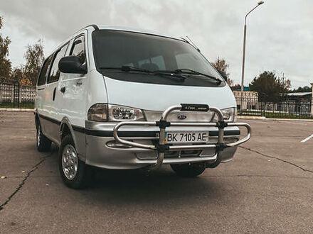 Белый Киа Преджио пасс., объемом двигателя 2.7 л и пробегом 340 тыс. км за 4300 $, фото 1 на Automoto.ua