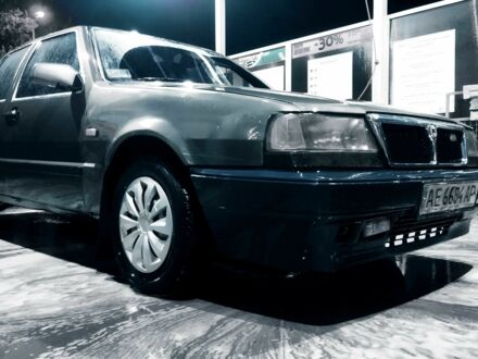 Сірий Лянча Thema, об'ємом двигуна 2 л та пробігом 350 тис. км за 1000 $, фото 1 на Automoto.ua