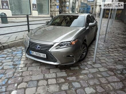 Сірий Лексус ES 300h, об'ємом двигуна 2.5 л та пробігом 62 тис. км за 31000 $, фото 1 на Automoto.ua