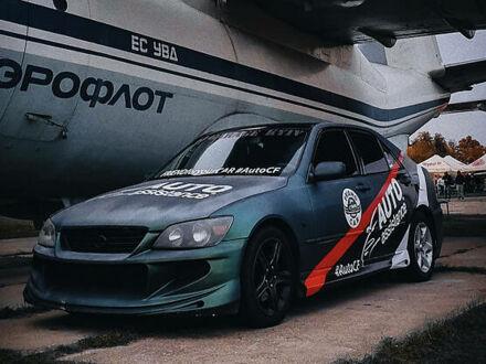 Серый Лексус IS 200, объемом двигателя 2 л и пробегом 300 тыс. км за 6800 $, фото 1 на Automoto.ua