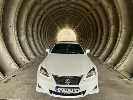 Белый Лексус IS 220, объемом двигателя 2.2 л и пробегом 171 тыс. км за 15400 $, фото 1 на Automoto.ua