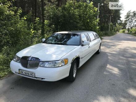 Білий Лінкольн Town Car, об'ємом двигуна 4.6 л та пробігом 290 тис. км за 6000 $, фото 1 на Automoto.ua