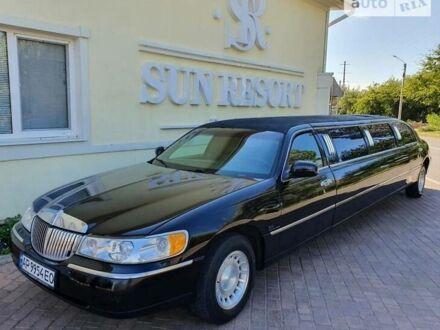 Черный Линкольн Таун Кар, объемом двигателя 4.6 л и пробегом 65 тыс. км за 5500 $, фото 1 на Automoto.ua