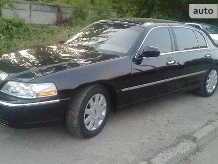 Чорний Лінкольн Town Car, об'ємом двигуна 4.6 л та пробігом 95 тис. км за 19999 $, фото 1 на Automoto.ua