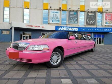 Червоний Лінкольн Town Car, об'ємом двигуна 4.6 л та пробігом 300 тис. км за 7299 $, фото 1 на Automoto.ua