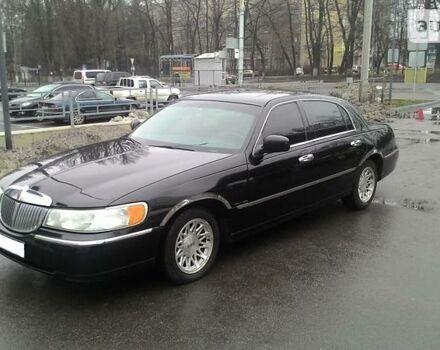 Чорний Лінкольн Town Car, об'ємом двигуна 4.6 л та пробігом 207 тис. км за 7000 $, фото 1 на Automoto.ua