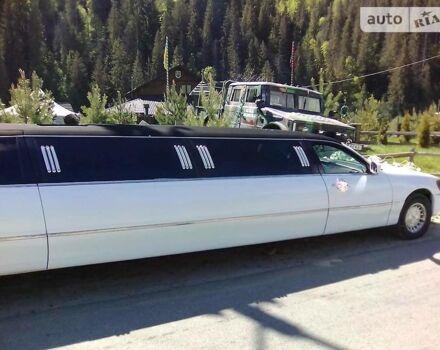 Белый Линкольн Таун Кар, объемом двигателя 4.6 л и пробегом 300 тыс. км за 5800 $, фото 1 на Automoto.ua