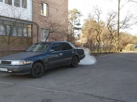Синий Мазда 929, объемом двигателя 3 л и пробегом 350 тыс. км за 1100 $, фото 1 на Automoto.ua