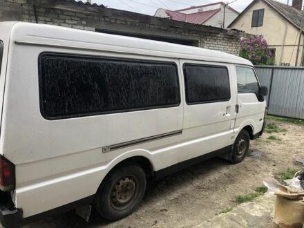 Белый Мазда E 2000,2200 Bus, объемом двигателя 2.2 л и пробегом 368 тыс. км за 2500 $, фото 1 на Automoto.ua