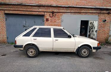Белый Мазда Фамилия, объемом двигателя 1.1 л и пробегом 1 тыс. км за 850 $, фото 1 на Automoto.ua