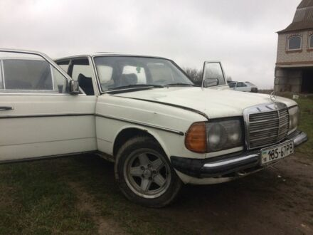 Белый Мерседес 200, объемом двигателя 2 л и пробегом 400 тыс. км за 1200 $, фото 1 на Automoto.ua