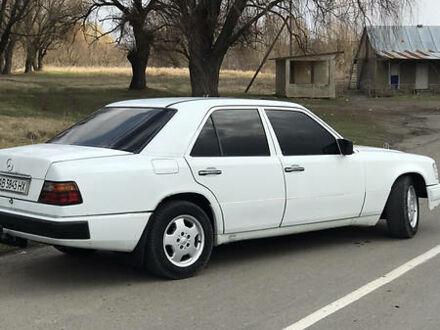 Білий Мерседес 220, об'ємом двигуна 2.3 л та пробігом 400 тис. км за 3300 $, фото 1 на Automoto.ua