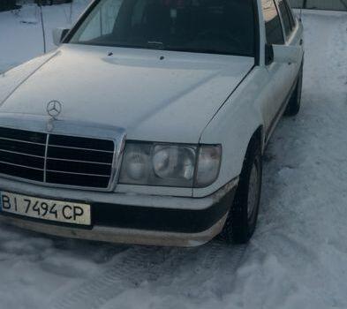 Белый Мерседес 230, объемом двигателя 2.3 л и пробегом 333 тыс. км за 2500 $, фото 1 на Automoto.ua