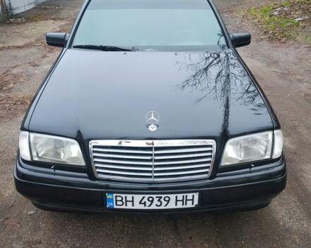 Черный Мерседес 230, объемом двигателя 2.3 л и пробегом 370 тыс. км за 5000 $, фото 1 на Automoto.ua