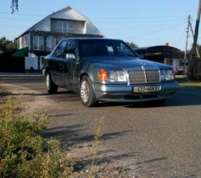 Голубой Мерседес 230, объемом двигателя 2.3 л и пробегом 276 тыс. км за 3750 $, фото 1 на Automoto.ua