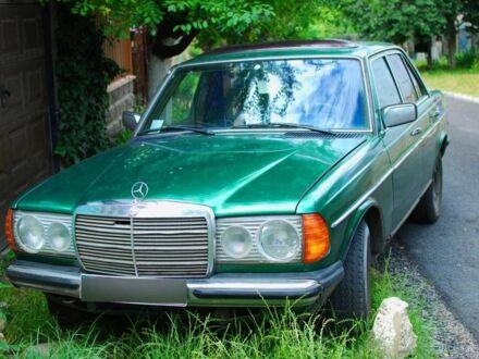 Зелений Мерседес 240, об'ємом двигуна 2.4 л та пробігом 1 тис. км за 2200 $, фото 1 на Automoto.ua