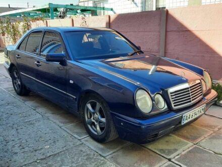 Синий Мерседес 280, объемом двигателя 2.8 л и пробегом 488 тыс. км за 4500 $, фото 1 на Automoto.ua