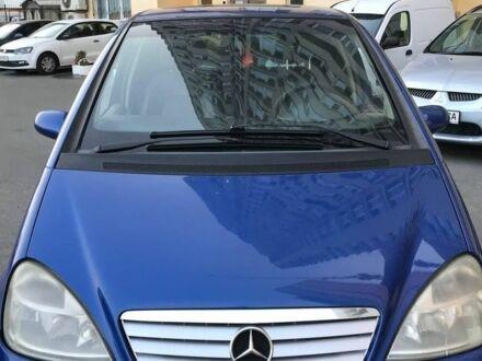 Синий Мерседес А 140, объемом двигателя 1.4 л и пробегом 260 тыс. км за 3400 $, фото 1 на Automoto.ua