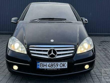 Чорний Мерседес А 180, об'ємом двигуна 1.7 л та пробігом 57 тис. км за 7700 $, фото 1 на Automoto.ua