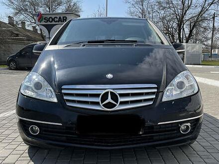 Черный Мерседес А 180, объемом двигателя 1.7 л и пробегом 67 тыс. км за 8400 $, фото 1 на Automoto.ua