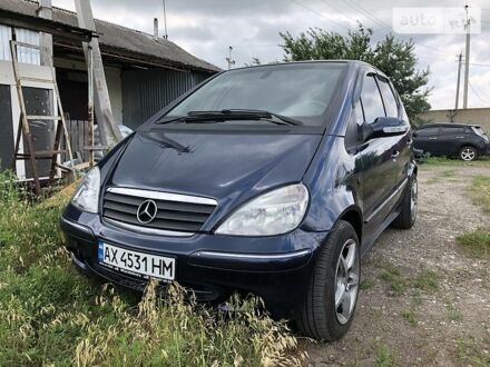 Синий Мерседес А 190, объемом двигателя 1.9 л и пробегом 207 тыс. км за 4500 $, фото 1 на Automoto.ua